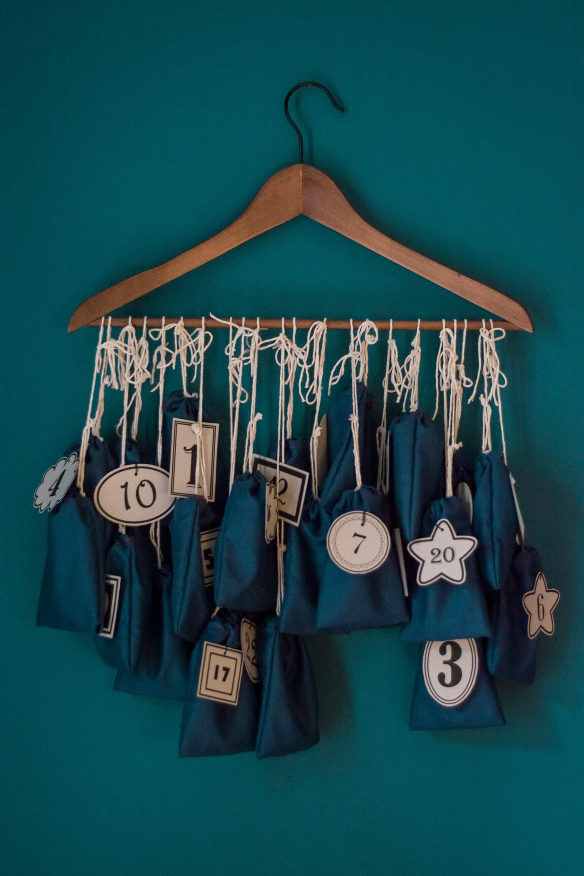 adventskalender-saeckchen-am-buegel-diy