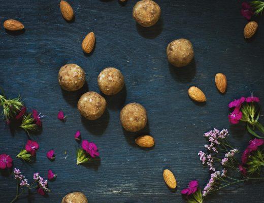 Energiekugeln aus Mandeln und Datteln Vegan